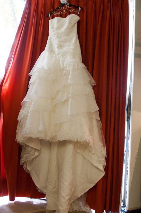 Vestido de novia Mary colgando de un Hanging Love