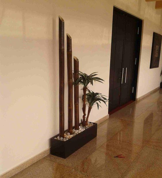 Maceta jardinera en fibra con palo de brasil artificial y - Jardineras con bambu ...