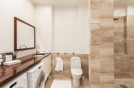 en el estilo nordico  las casas  tienen la lavadora y la secadora en el baño