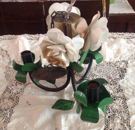 Lustre em ferro - flores branco envelhecido - Sonharteira - decoração de ambientes