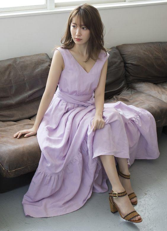 スモークピンクのドレスのかわいい小嶋陽菜