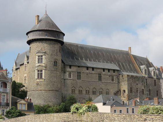 Laval (Mayenne) - Château vieux et donjon du XIIIème