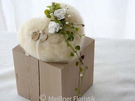 Ringkissen - Herz - Ringkissen in weiß creme grün - ein Designerstück von Meissner-Floristik bei DaWanda