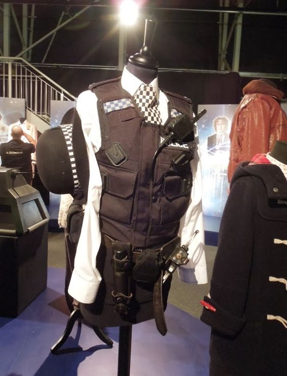 amy+pond+police+uniform+doctor+who.jpg 600×786 pixels