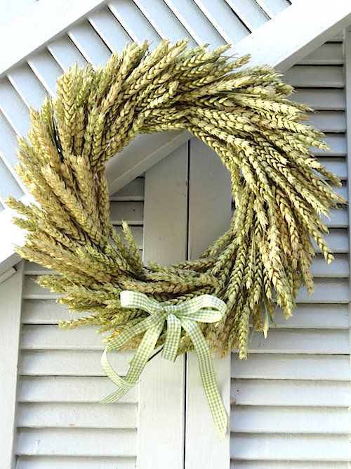How to Make a Fall Wheat Wreath (Video). We love using organic materials to welcome the season. Look at this natural wheat wreath video tutorial to try. Thanks Etsy Shop 'Stelios Art' for letting us feature. #wreaths #fall #tutorial