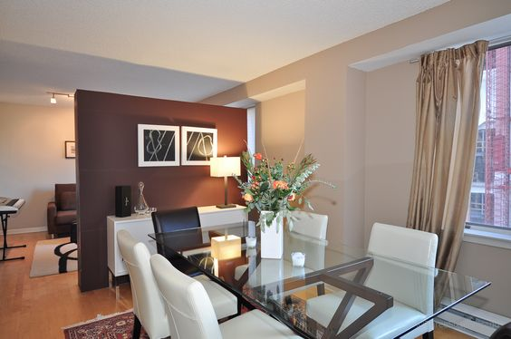Contemporary Chicago dining room.  www.bestchicagoproperties.com