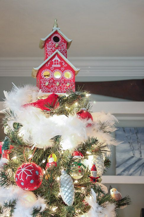 clever holiday decor ideas - decorative birdhouse tree topper