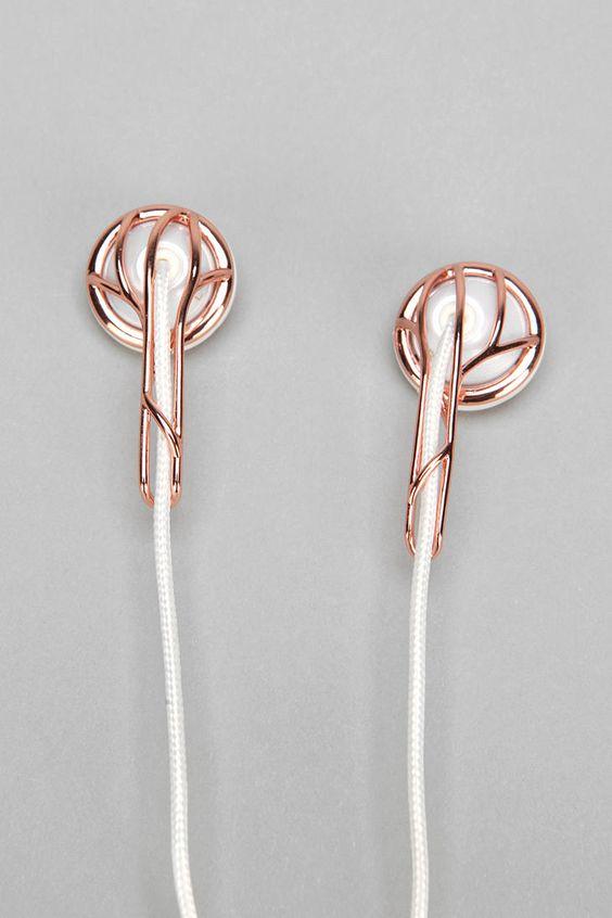 Stilvoll Musik hören? Geht ganz leicht mit diesen roségoldfarbenen Kopfhörern.