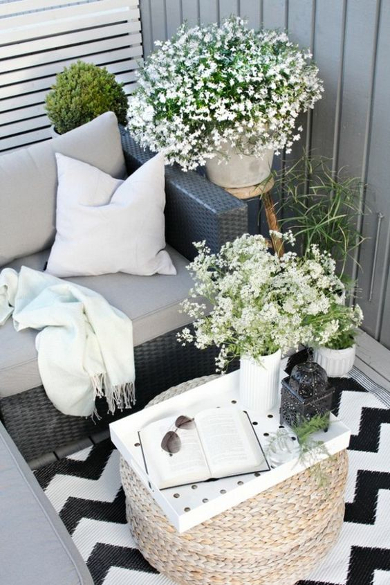 Balcony decoration photo taken from above: