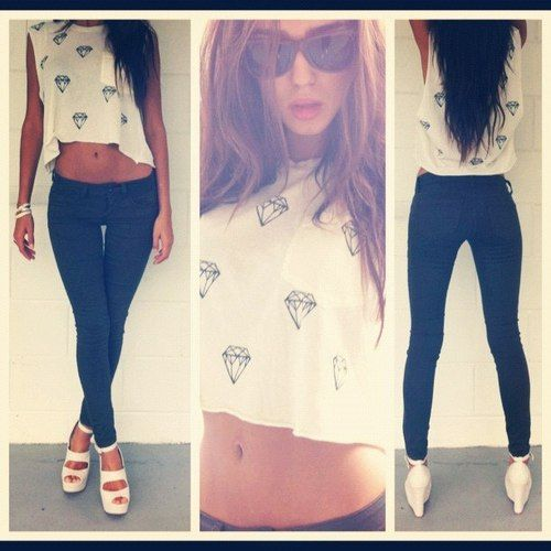 Spring Outfit - Graphic Crop Top - Skinny Jeans - Sandal Wedges
