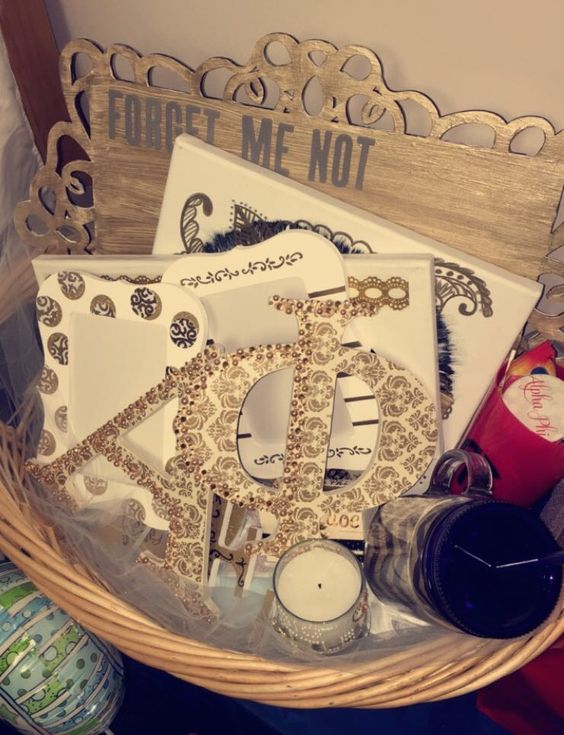 Alpha Phi UConn Big & Little Basket! Gold &White #CraftyPhis #AlphaPhiUConn