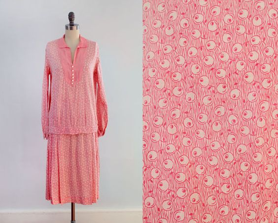 RARE 1920s Dress / TWO PIECE Skirt and Blouse Set / Pink Art Deco Novelty Print !
