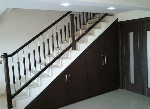 Puertas para debajo de la escalera buscar con google for Banos debajo hueco escalera