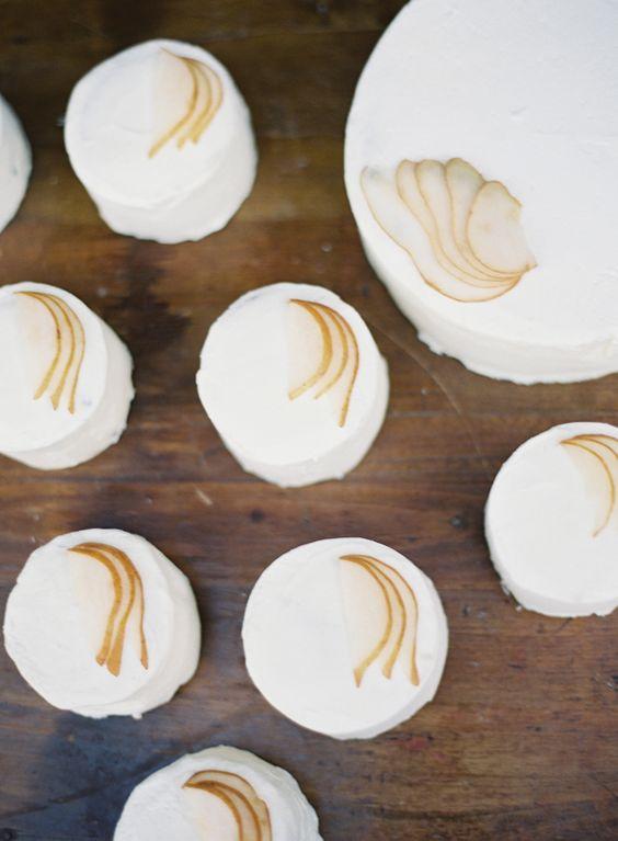 Simple Fall Wedding Cakes via once wed