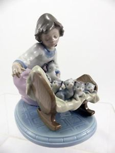 """Lladro """"A Cradle of Kittens"""" Gril Cat 5784 Mint RARE 