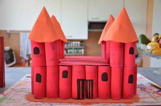 château avec des rouleaux papier toilette