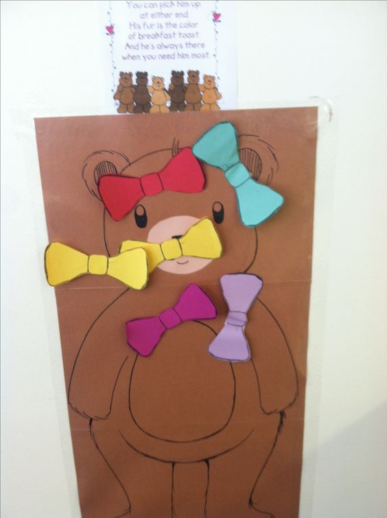 "We played ""pin the bow-tie"" on the teddy bear for our teddy bear party #teddybearpicnic"