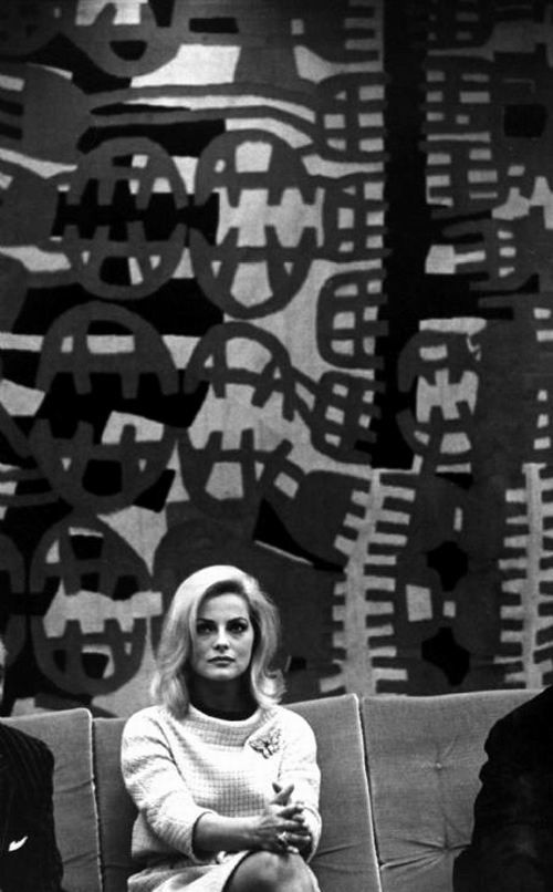 Virna Lisi (and a work by Giuseppe Capogrossi behind her). °