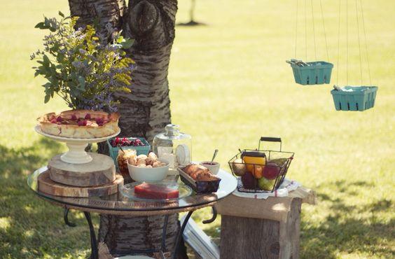 A mesa puesta – Una comida al aire libre | http://www.conbotasdeagua.com/mesa-puesta-una-comida-al-aire-libre/