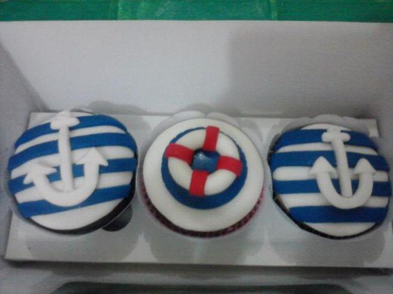 Cupcakes Marinheiros by Neia Lucin