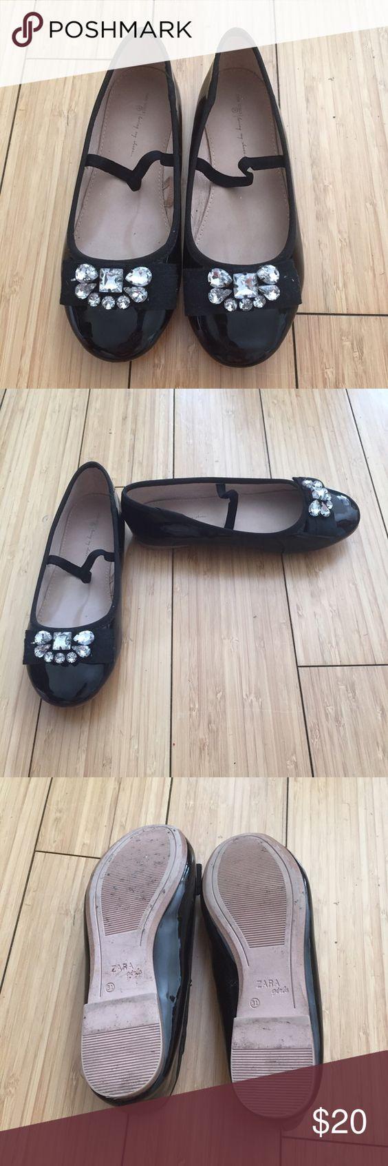 Zara girls black patent leather shoes Zara girls black patent leather shoes Zara Shoes Flats & Loafers