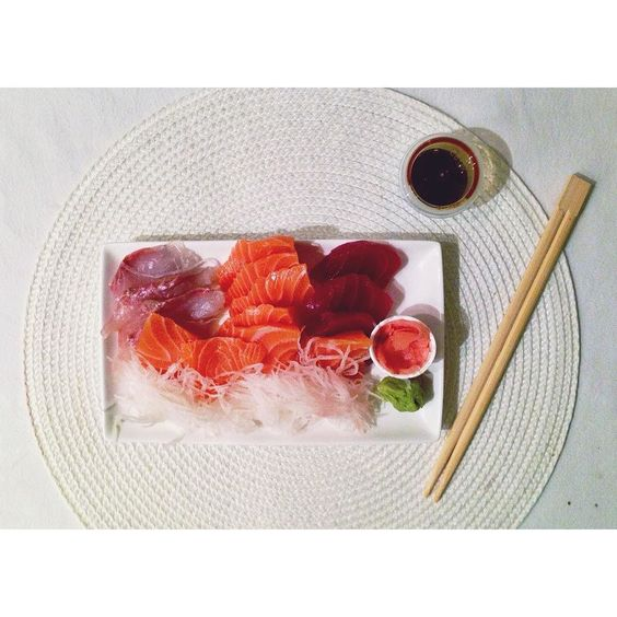 A défaut de ne plus avoir de plaques de cuisson ce soir c'est Japonais   #japonais #sashimi #protein #food #healthyfood #healthychoices #healthylifestyle #healthygirl #home #paris15 #paris #parisienne #fitgirl #spring #dinnertime #nopainnogain #norice #salmon #onlacherien #motivation #détermination #tbc #igersparis #vsco #vscocam #photooftheday #igersoftheday avec @eltruj by emydaboineau
