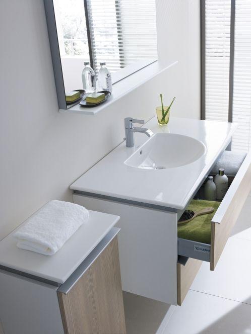 Ein Waschtisch Mit Guter Oberflache Macht Das Bad Besonders Pflegeleicht Diesen Traum In Weiss Und Holz K Waschbecken Design Badezimmer Design Moderne Toilette