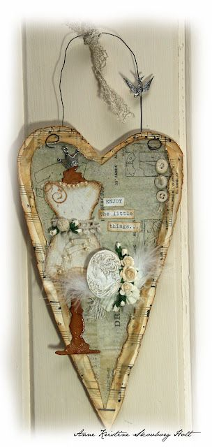 mixed media http://annespaperfun-aksh.blogspot.ca/2011/03/veggbilde.html Wall Hanging