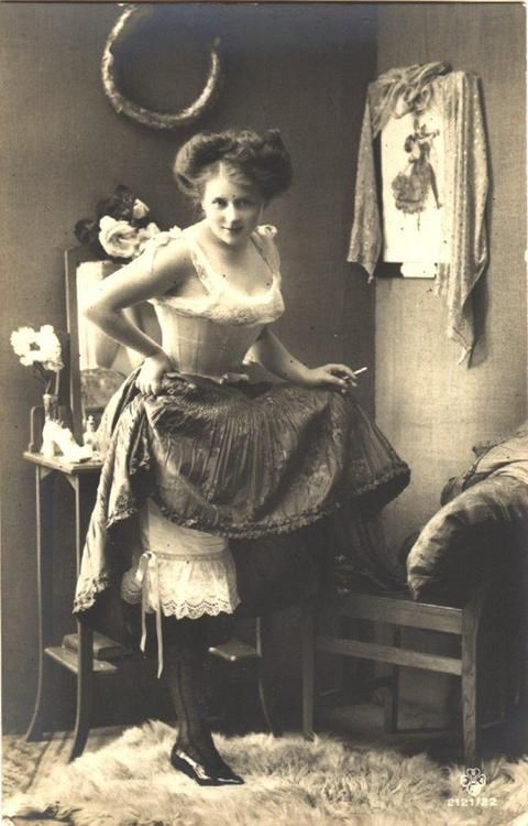 pinup, early 20th century style