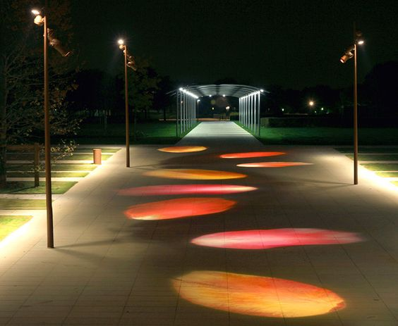 Saint-Quentin-en-Yvelines, Jardins du parc, pétales de rose, éclairage urbain - conception lumiere : Marc Dumas: