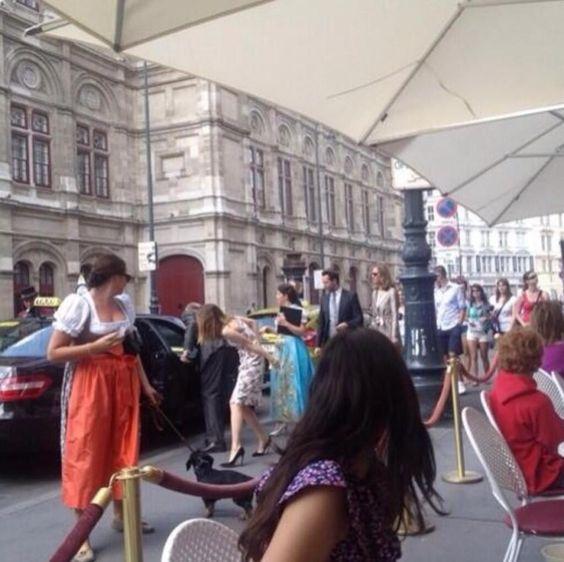 Emma leaving her hotel in Vienna - 2