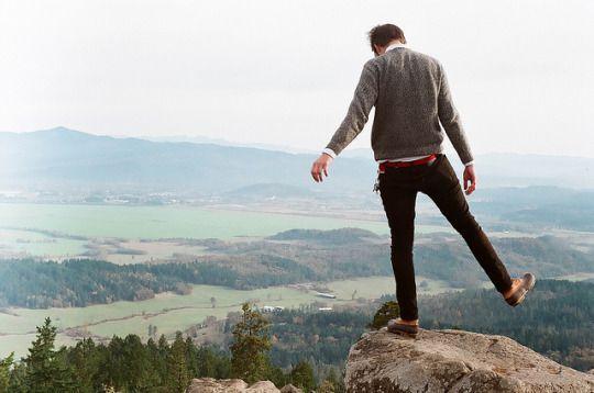 """Ero tornato a casa mia, ma qualcosa era cambiato e mi sentivo così spaesato, come se fossi in cima ad un burrone. A un passo dal precipitare.  """"Non farlo, Fabian Galantis"""""""