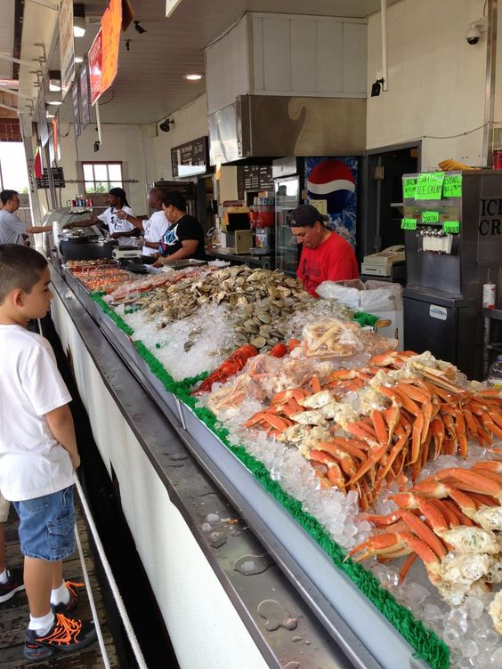 Fresh seafood at maine avenue fish market in washington dc for Washington dc fish market