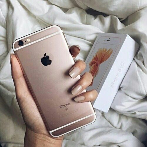 Image via We Heart It #iphone #luxury #nails #phone #style #tech