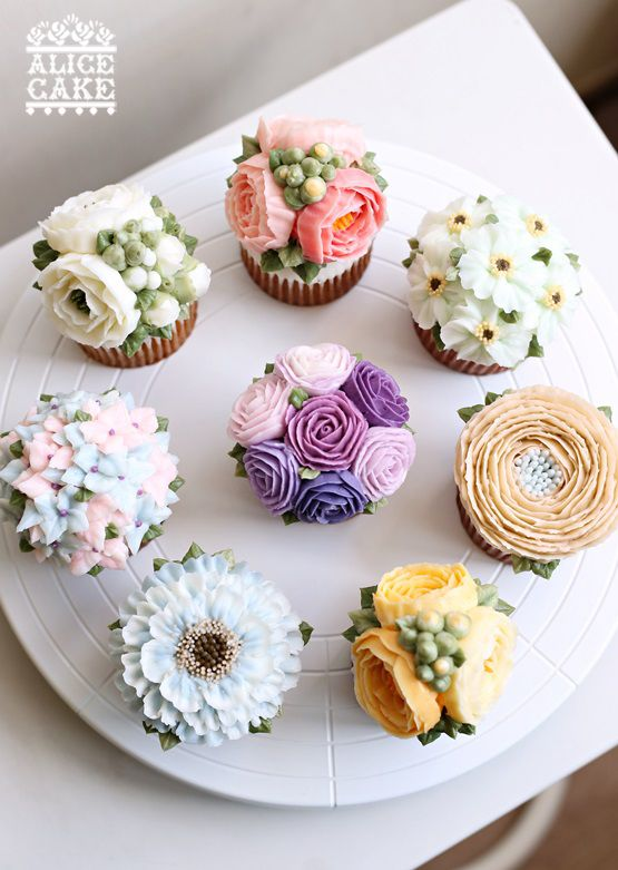 Cake Art Flowers : floral buttercream cupcakes - they are too gorgeous to eat ...