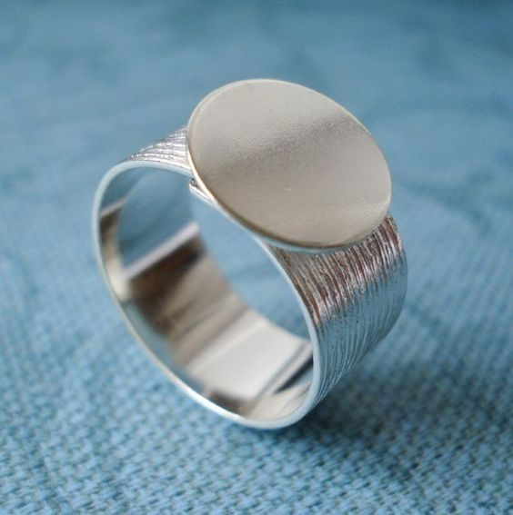 Silver Adjustable Ring with 10mm Brushed Silver Band and 13mm Round Base for a Flat Back Cab or Jewel (1 piece).