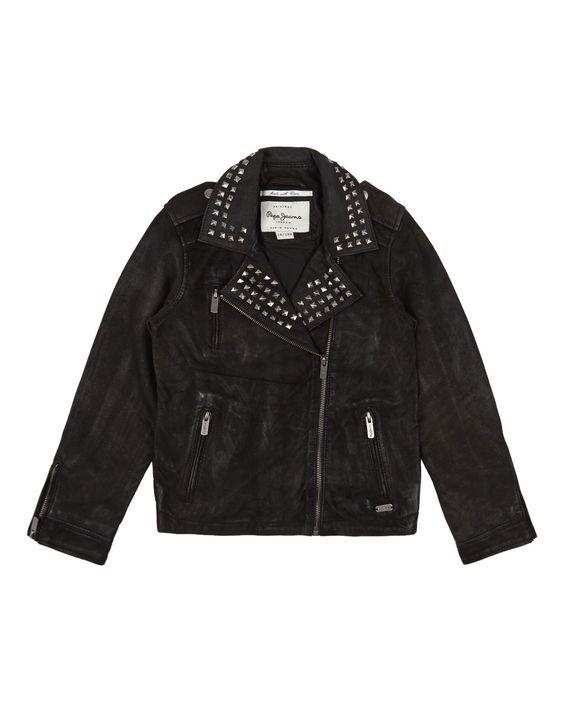 Leren jasje met studs voor de beste don't-mess-with-me-op-het-schoolplein-look. Pepe Jeans € 198,95 via de Bijenkorf