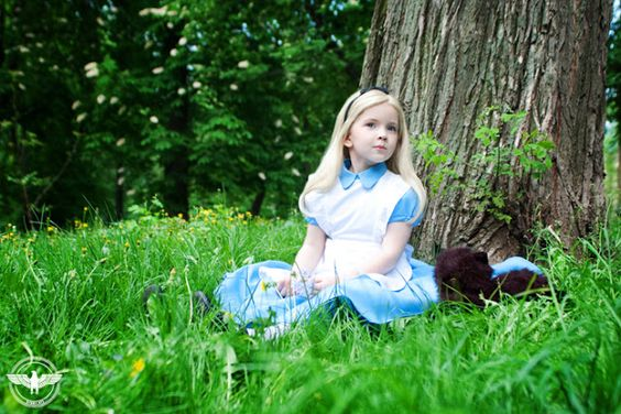 http://leportraitdelarose.blogspot.com/2013/11/cosplay-alice-in-wonderland.html