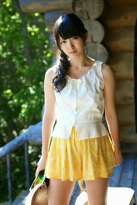 鈴木愛理夏らしいファッションで可愛い