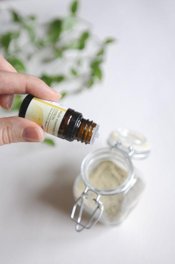 10 gouttes huile essentielle de citron dans le shampoing sec, pour purifier le cuir chevelu !