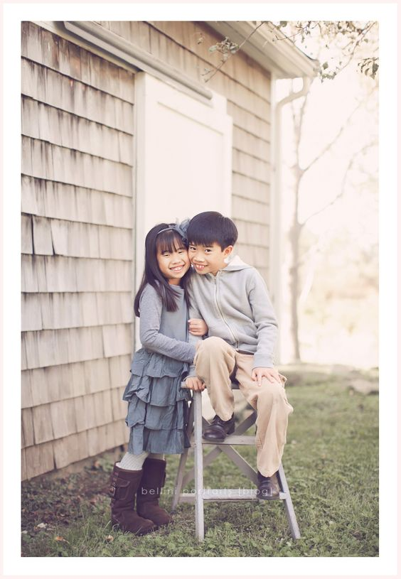 cute sibling pose via Bellini Portraits