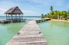 Ponte de madeira com a cabana pequena no del Toro de Bocas Fotografia de Stock