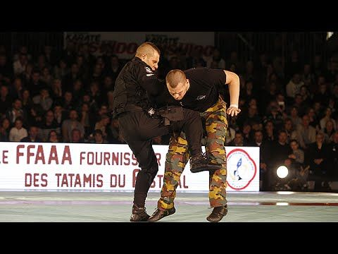 Close combat demonstration of French 13th Parachute Dragoon Regiment - YouTube
