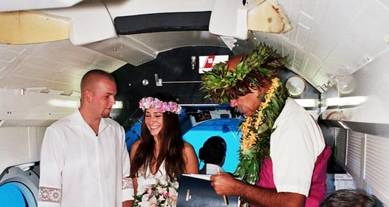 An underwater wedding off Maui? Why not!