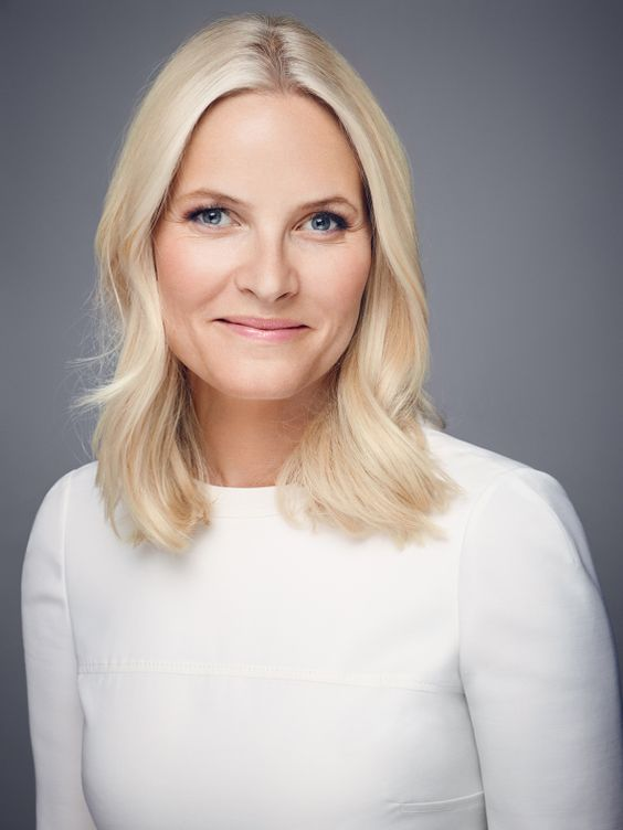 kongehuset.no: October 24, 2018-The Norwegian Royal Court has announced that Crown Princess Mette-Marit has been diagnosed with chronic lung fibrosis, which will limit her ability to carry out her duties at times and will shorten her lifespan