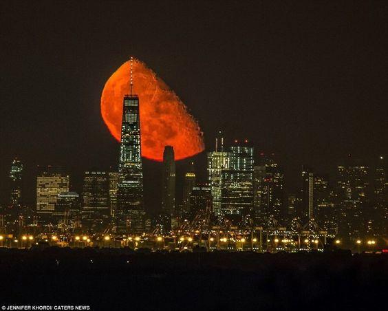 Кроваво-красная луна взошла над Манхэттеном — TopSee.me: