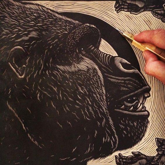 Unos ajustes finales a Extinción 23 // Some final cuts on Extinction 23 #linocut #printmaking #mazatl #graficamazatl (at Hermosillo, Mexico)