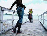 Jean facile à porter - Mode jeans 2006-2007 - Le jean, on l'aime aussi pour un look décontracté, idéal en week-end ou dans toute situation sportswear. Voir notre sélection de jeans décontractés Légende photo : 3 Suisses