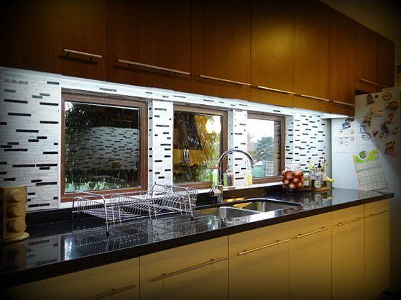Cocina empotrada mueble enchapado tiradores met licos - Cocinas con mosaico ...