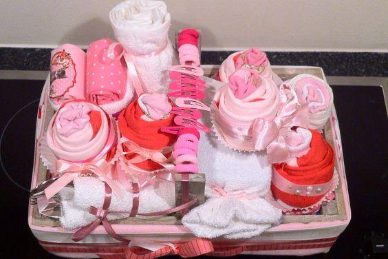 Inhoud kraammand meisje kraamkado meisje babyshower kado idee kraamkado pinterest babyshower - Baby meisje idee ...